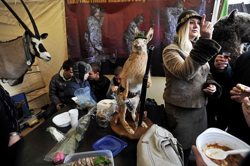 Medžiotojai laimikiu dalijosi su kauniečiais