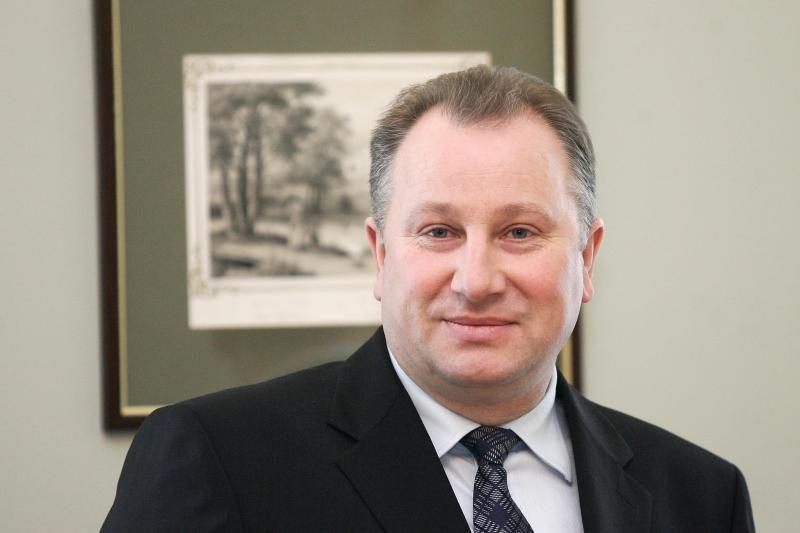 Klausimas VTEK: ar merai P.Petrošius ir V.Komskis gali eiti pareigas