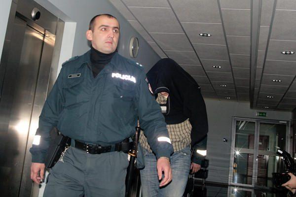 Teismas leido suimti keturmetės prievartavimu įtariamus vyrus