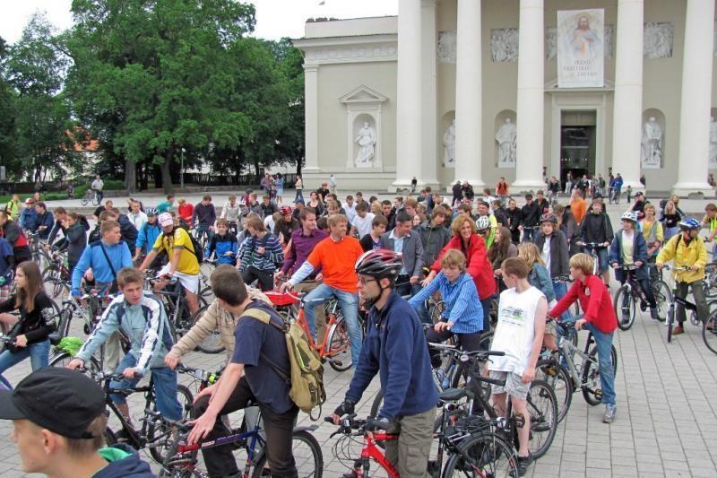 Penktadienį į Vilniaus gatves išvažiavo šimtai dviratinkų