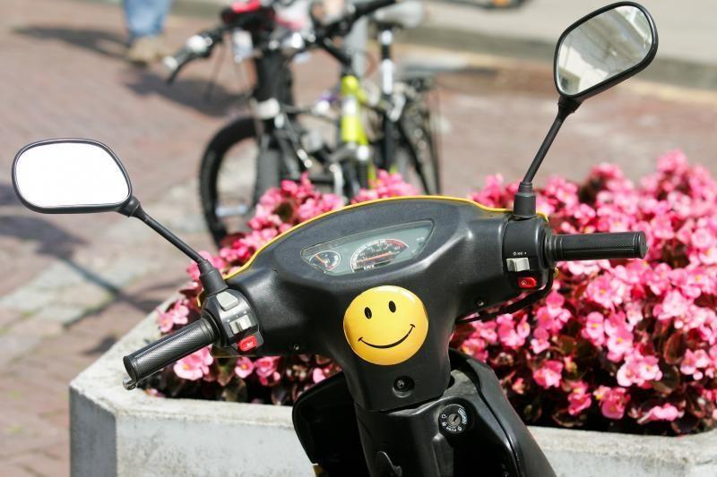 Merginos pasivažinėjimas po Klaipėdą: motoroleriu partrenkė pensininkę