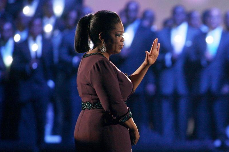 """Oprah atsiėmė """"Oskarą"""" už humanitarinę veiklą"""