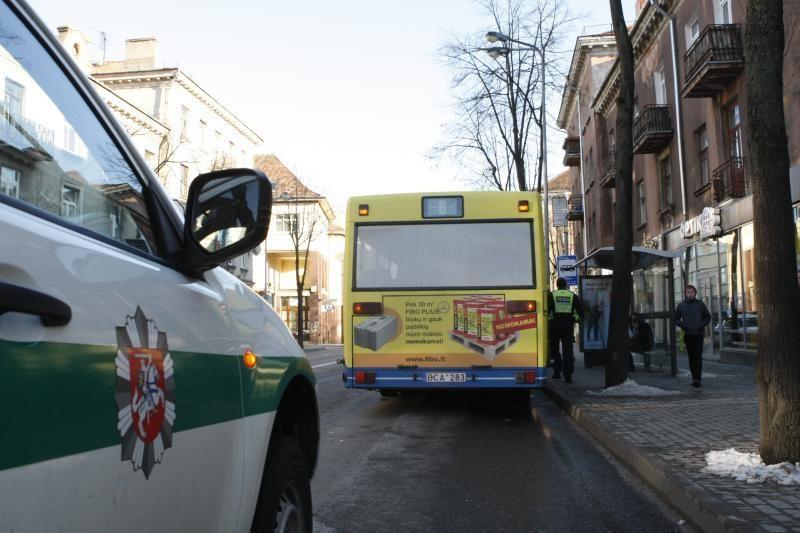 Autobusas prispaudė po juo parkritusį klaipėdietį