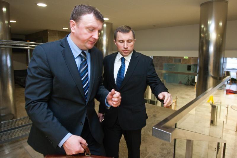 Teismas nejungs buvusių FNTT vadovų V.Giržado ir V.Gailiaus bylų