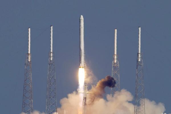 Į kosmosą pakilo pirmoji privati kosminė kapsulė