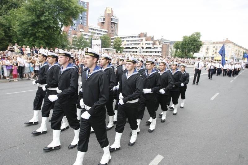 Jūrininkų eiseną sveikino Seimo pirmininkė