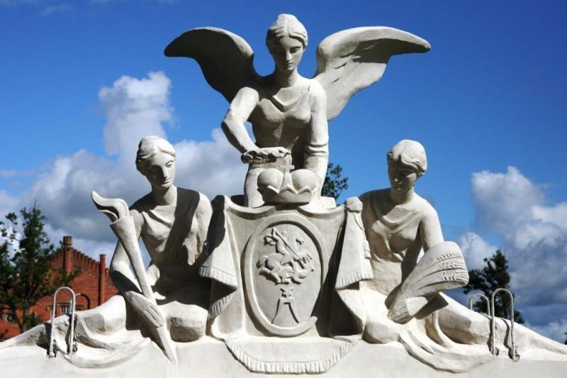 Į Plungės dvaro rūmus sugrąžintos prarastos deivės
