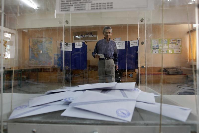 Rinkimų dieną Graikijoje prie TV stoties mesta rankinė granata