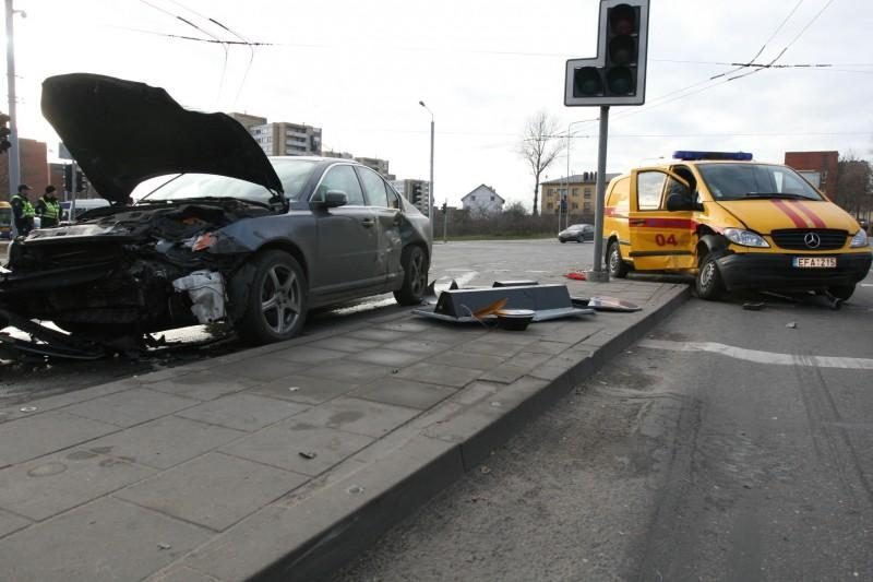 Per susidūrimą su dujų avarinės tarnybos automobiliu nukentėjo kūdikis