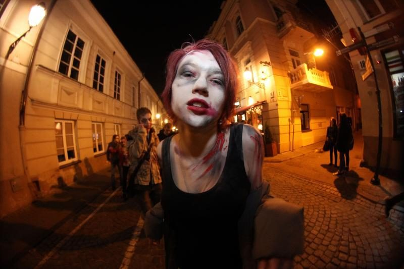 Zombių paradas trumpam pažadino snaudžiantį miestą