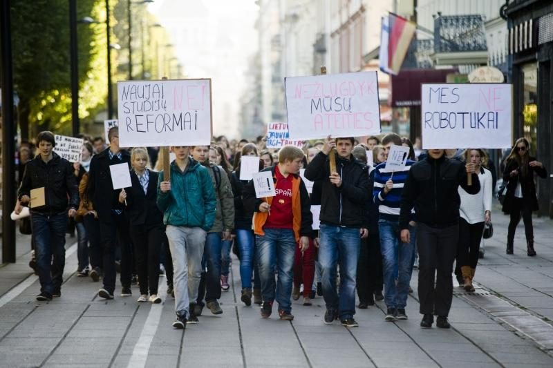 Kauno moksleiviai šaukia: žlugdoma mūsų ateitis!