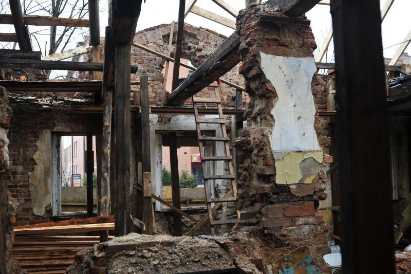 Naujo šeimininko A.Galdiko namas lauks su laikinu stogu