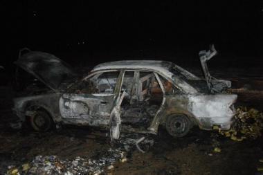 Sudegė pasieniečių persekiotas kontrabandininkų automobilis