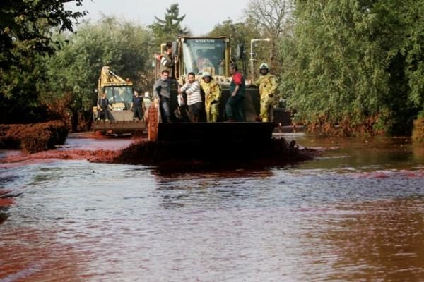 Vengrijoje išsiliejęs toksiškas šlamas pasiekė Dunojų