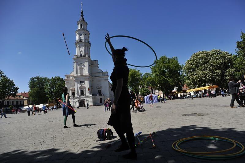 Mieste šurmuliuoja šventiškai nusiteikę kauniečiai