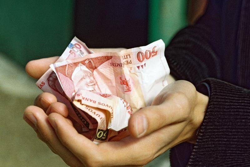Policijos tyrėją moteris bandė papirkti 1 tūkst. litų