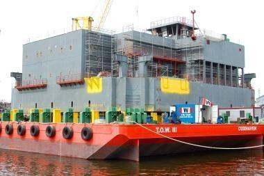 Ant baržos užkelta 3000 tonų sverianti platforma