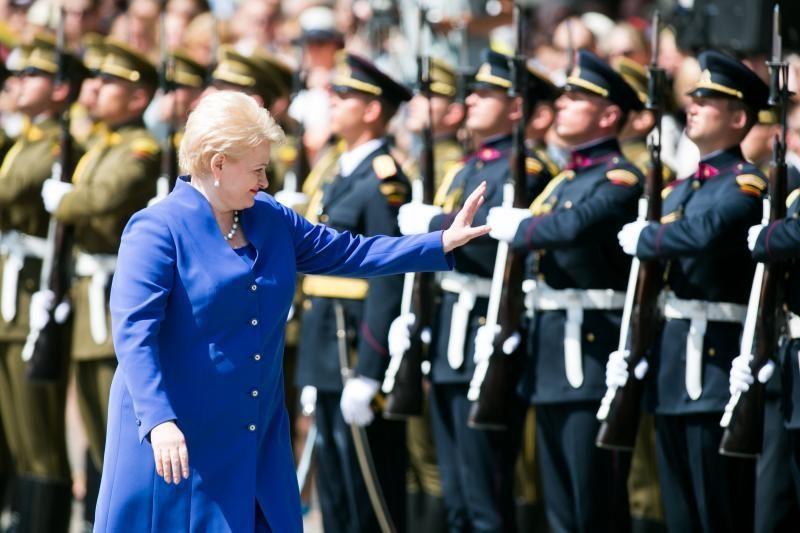 D. Grybauskaitė: NATO gynybos scenarijai turi būti nuolat atnaujinami