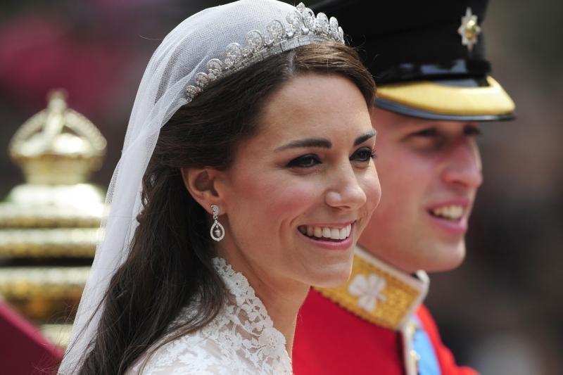 Belaukiant Princo Williamo atžalos – naujagimių apdarų paroda