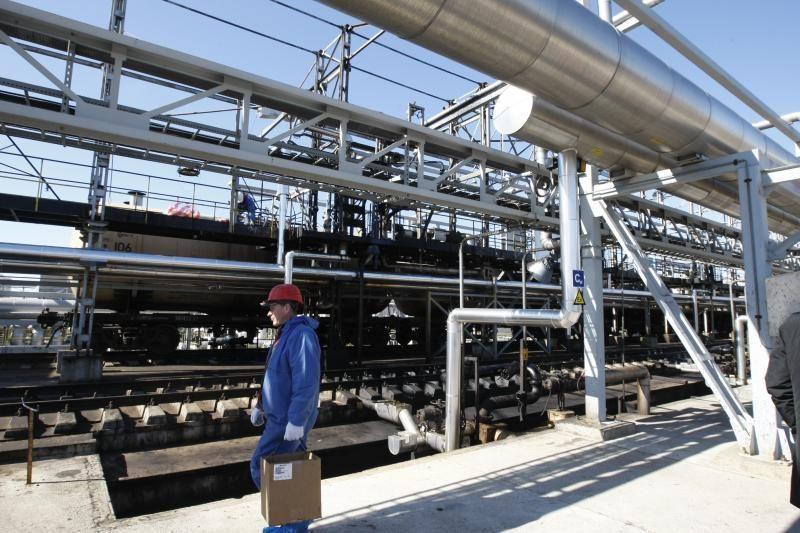 Klaipėdoje sklandantį naftos kvapą šalins brangus įrenginys