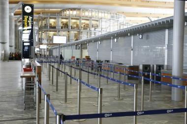 Paryžiaus Šarlio de Golio oro uostas atšaukė pusę rytinių skrydžių