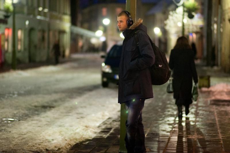 Gatvės  šokėjus  žiemą sušildo muzika