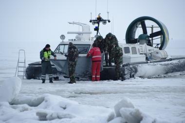 Ant Kuršių marių ledo rastas negyvas žvejys