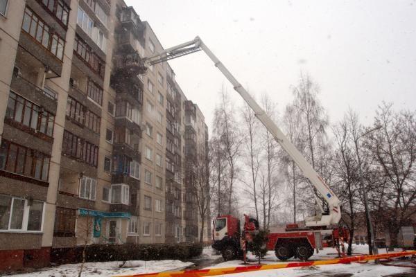 Iš degančio buto ugniagesiai išgelbėjo moterį