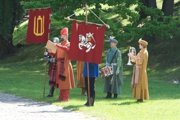 Gedimino pilies kalno viršūnėje žygiavo viduramžių kariai