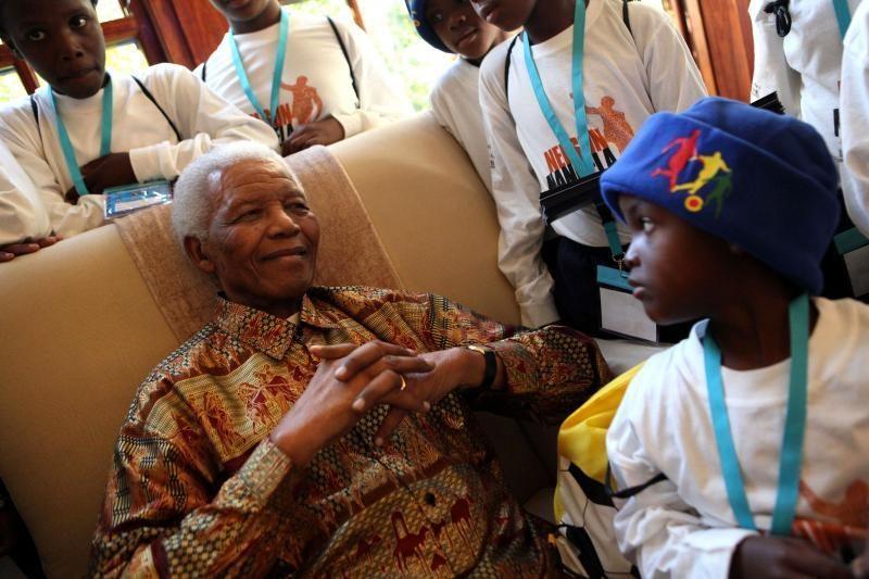 """Pietų Afrikos vyriausybė neigia, kad N. Mandelos būklė """"vegetacinė"""""""