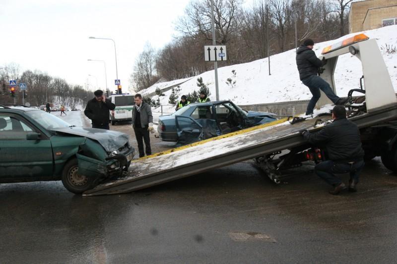Sostinės gelbėtojai vadavo automobilyje prispaustą moterį