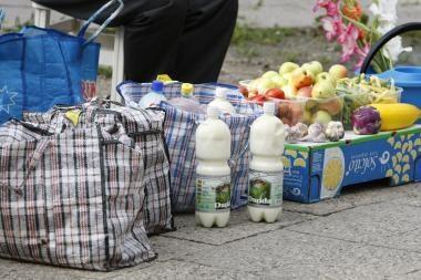 Perėjoje prekiauja ne tik gėlėmis, bet ir pienu
