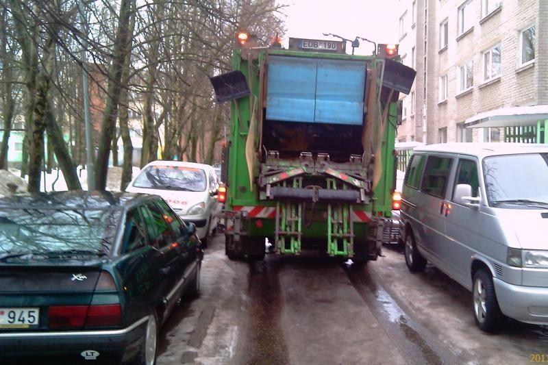 KRATC prašo: neužstatykite atliekų konteinerių