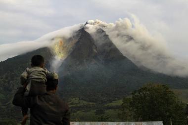 Indonezijos Javos saloje išsivežė Merapio ugnikalnis
