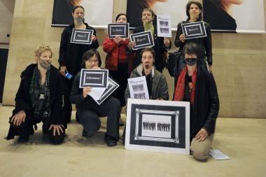 Paryžiuje protestavo barzdotos moterys