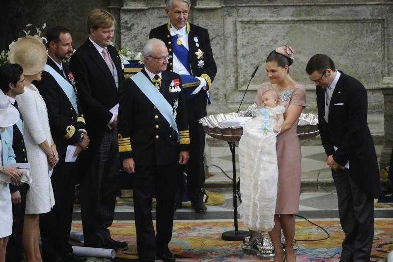Švedijoje pakrikštyta būsimoji karalienė, princesė Estelle