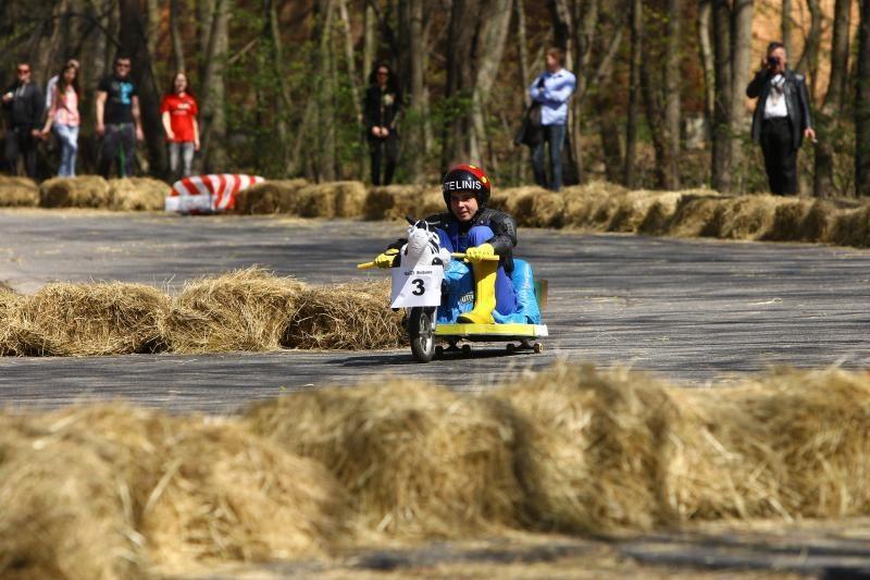 Studentų festivalis startavo riedžių lenktynėmis