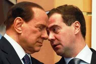 Rusijos lyderiai ir Italijos premjeras apžiūrėjo abiejų šalių kuriamą naują keleivinį lėktuvą