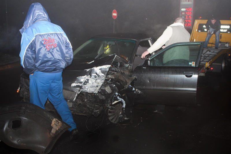 """Vilniuje susidūrė """"Audi"""" ir autobusas, nukentėjo moteris"""