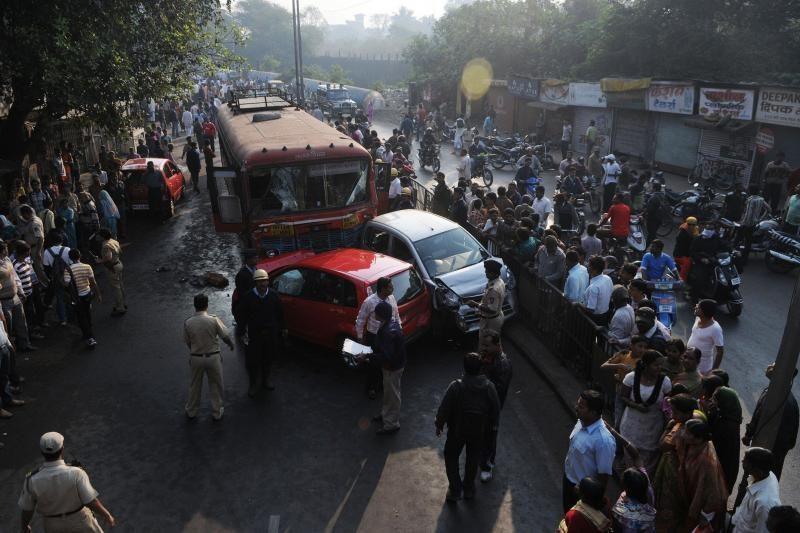 Indijoje įsisiautėjęs vairuotojas suvažinėjo devynis žmones