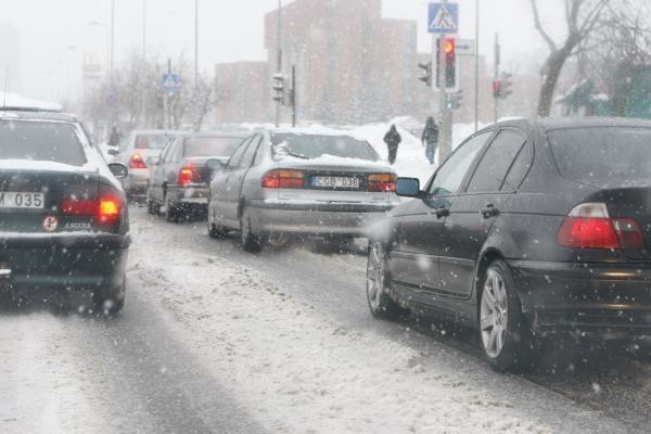 Kelininkai įspėja dėl sniego ir plikledžio pavojaus