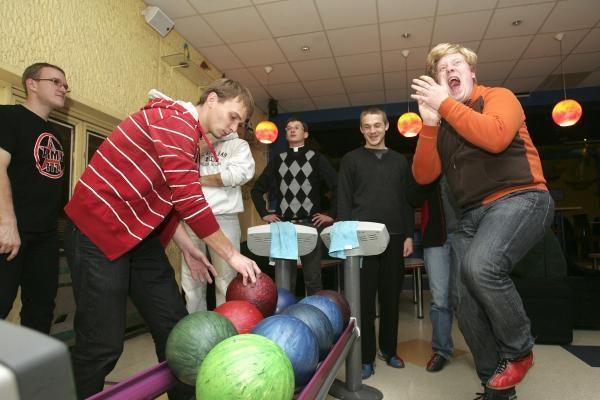 Kauno klierikai rungėsi boulingo čempionate