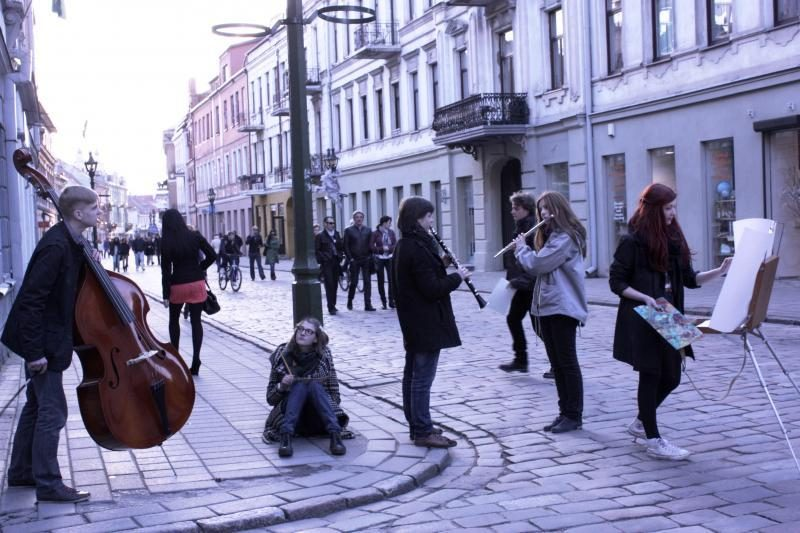 """Miestui gyvybės įpūs menų festivalis """"Be stogo"""""""