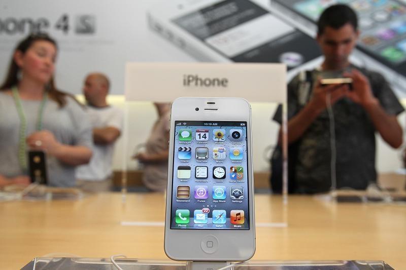 """""""Samsung"""" reklamose toliau tyčiojamasi iš """"Apple"""" gerbėjų"""