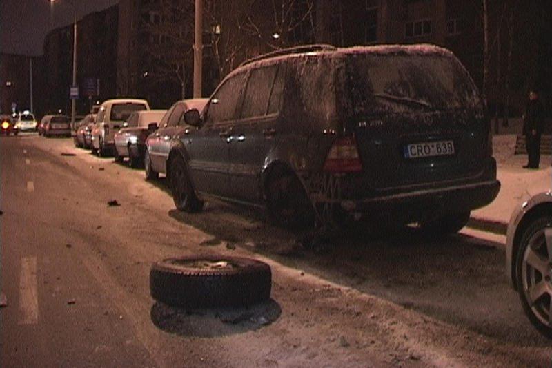 Vilniuje, spėjama, girtas jaunuolis taranavo du automobilius