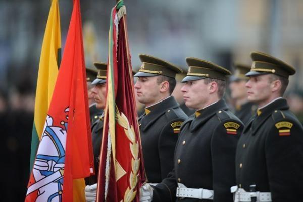Vilniaus centre šventine rikiuote ir paradu paminėta Kariuomenės diena