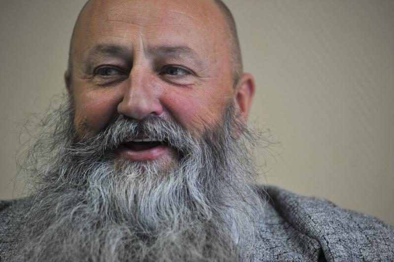 Barzda žmones kilnojantis seniūnas sieks naujo rekordo