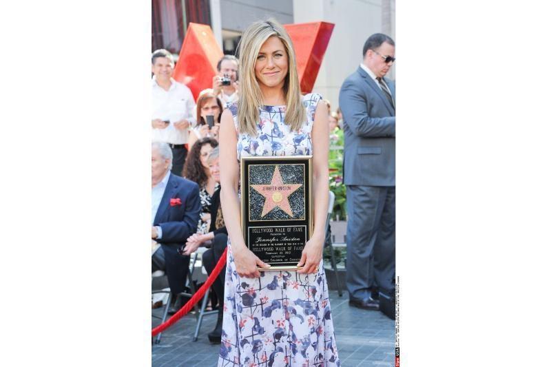 Jennifer Aniston įrašė savo vardą žvaigždėje Holivudo šlovės alėjoje