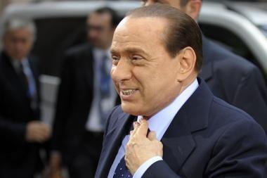 S.Berlusconi: mylėti moteris yra geriau, nei būti gėjumi