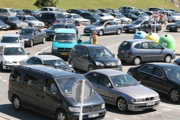 Į keltus – automobilių eilės